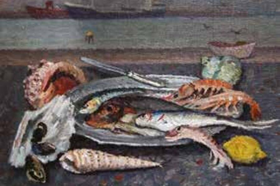 Marina con piatto di pesci