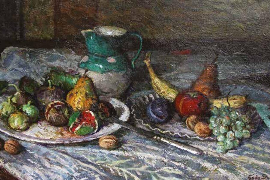 Brocca con vassoi di frutta